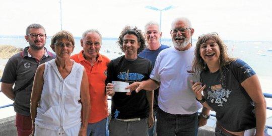 Paddle Cup. Un chèque de 300 € reversé à laSNSM